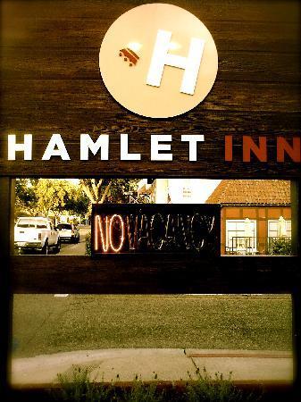 Hamlet Inn: ---