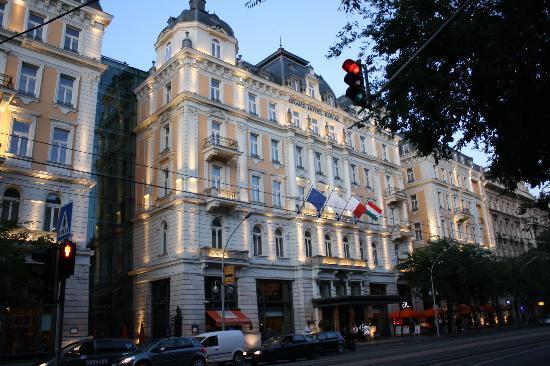 Corinthia Hotel Budapest: hotel exterior