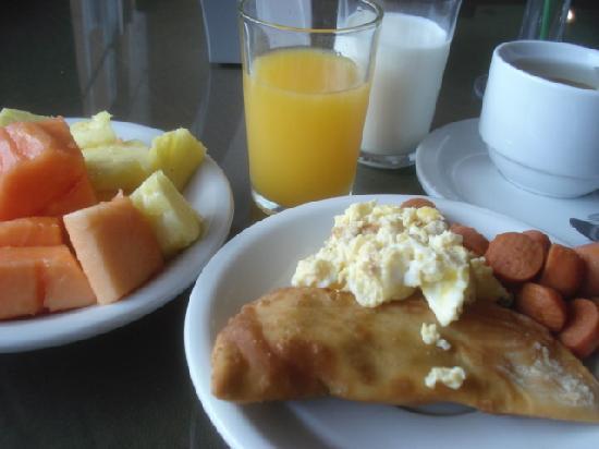 Hotel Via Espana: 好きなものを食べる朝食