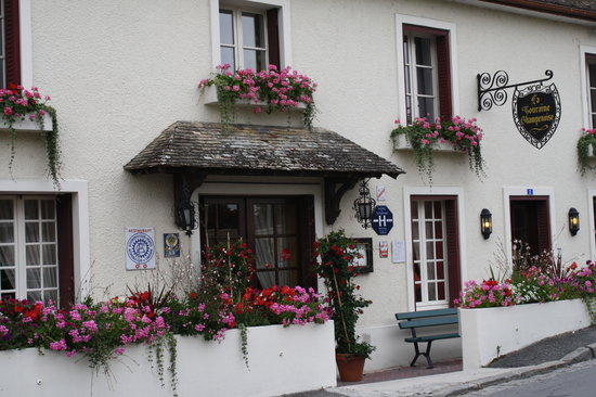 Tours-sur-Marne, France: The hotel
