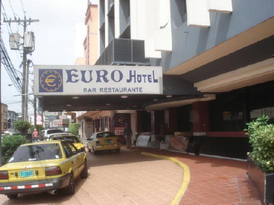 Euro Hotel: ホテル入口