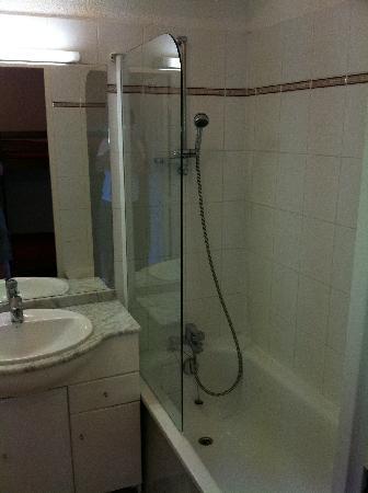 Résidence Mer et Golf Soko-Eder : La salle de bain