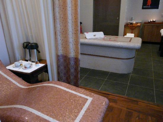 Villa Kerasy Hotel Spa : Spa avec table chauffante