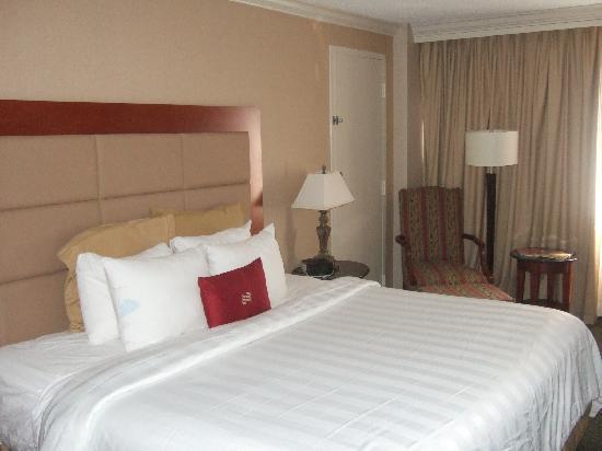 Delta Hotels by Marriott Richmond Downtown: Room