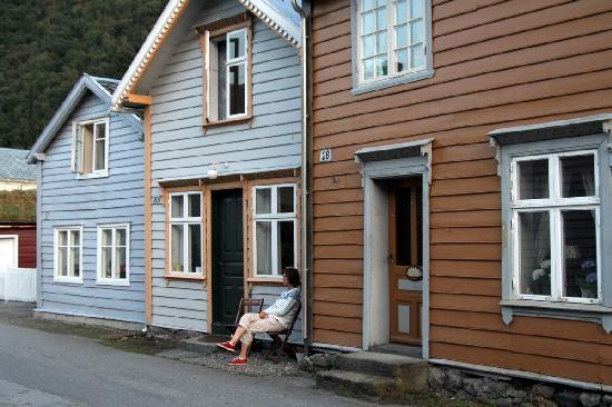 Sanden Pensjonat: My wife outside the charming house