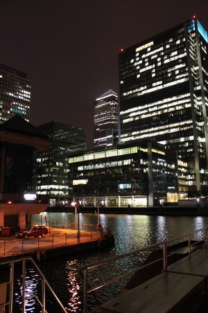 Spirit of Chartwell Thames Day Cruise : Canary Wharf
