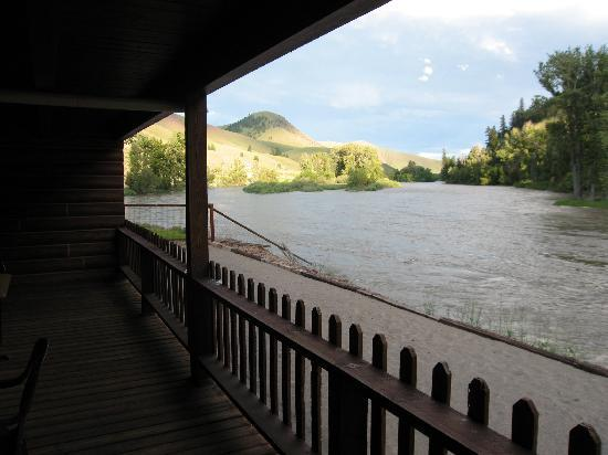 River's Fork Lodge: The view upriver from our balcony