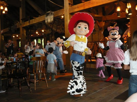 Cowboy Cookout Barbecue : jessie & minnie dancing