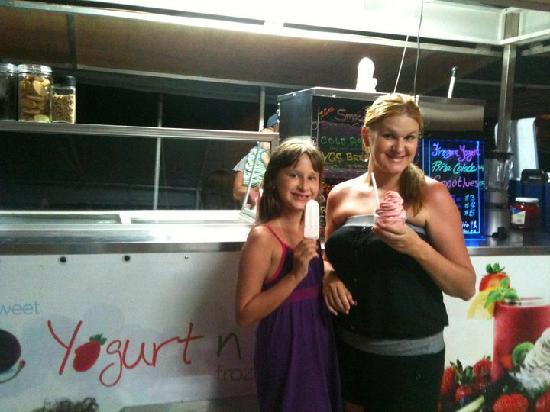 Awesome! Yogurt: Yogurt & Fruits.Thais and me !