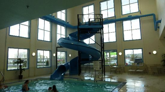Best Western Plus South Edmonton Inn & Suites: Waterslide - fun and fast!