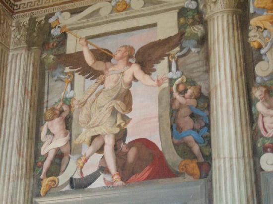 Prato, Italien: 2階の大広間の壁画の一部