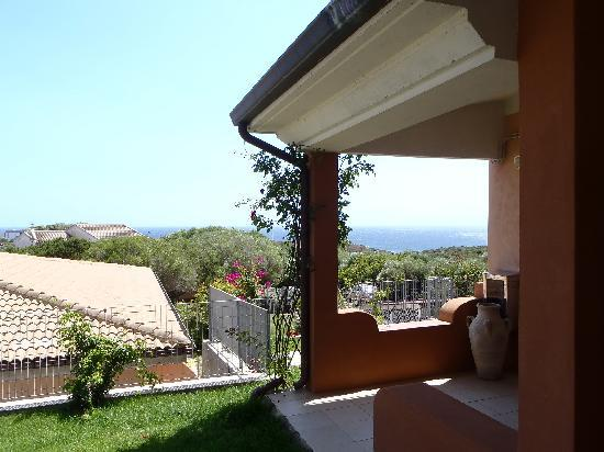 Park Hotel Asinara : Il giardino con vista sul mare  .