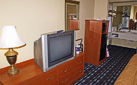Quality Inn: Television, refrigerator, microwave, and sink area