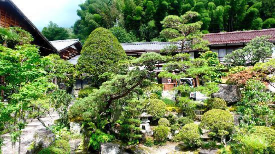 Ryokan Fujioto: Fujioto's front garden
