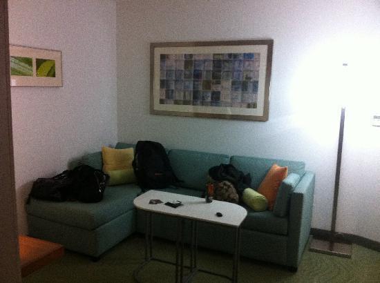 SpringHill Suites Grand Forks : sofa sitting area