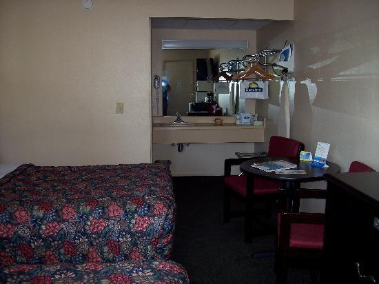 @ Michigan Inn & Lodge : sink area outside bathroom