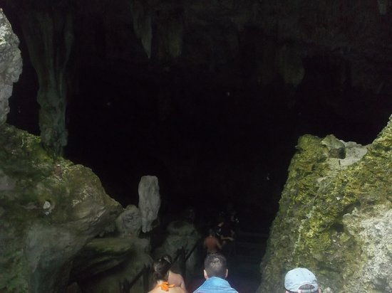 Saturno Cave: Stairs down to the cave