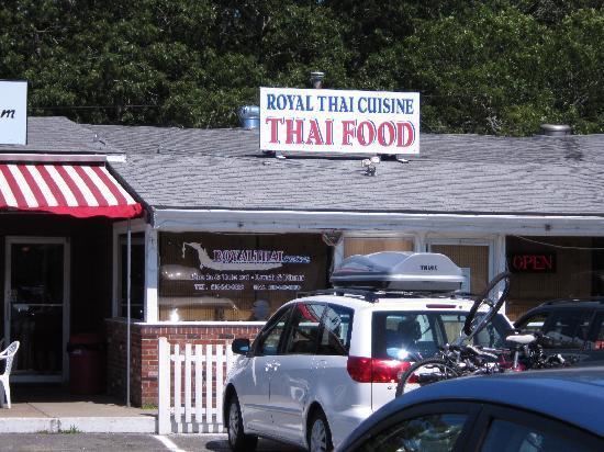 Royal Thai Cuisine: Entrance