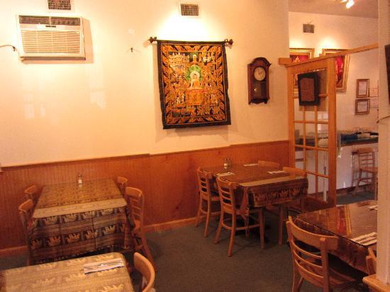 Royal Thai Cuisine: interior