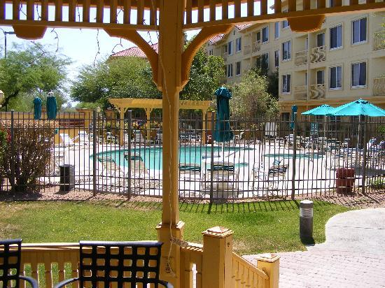 La Quinta Inn & Suites Tucson Airport: pool area