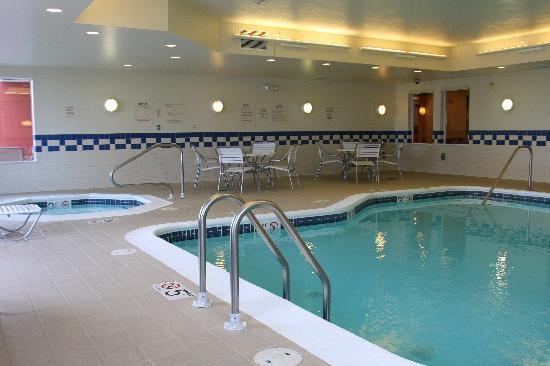 Fairfield Inn & Suites Marion : Indoor Pool