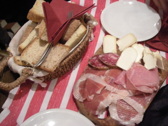 enoteca tabarro: Our selection of meats and cheeses