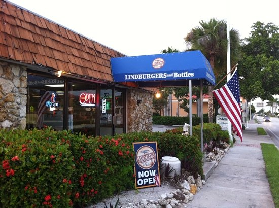 Brook's Gourmet Burgers and Dogs: amazing burgers in Naples