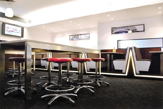 Mawson Lakes Hotel: Club Bar