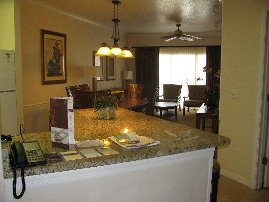 Sheraton Vistana Resort Villas- Lake Buena Vista: View from the kitchen into the living and dining room.