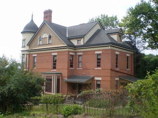 Hellman Guest House