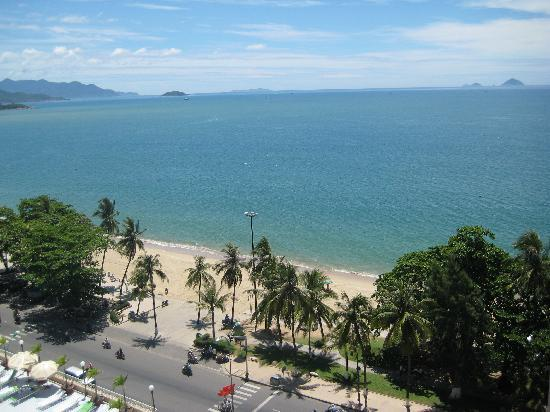 Yasaka Saigon Nha Trang Hotel: View of the beach from our room