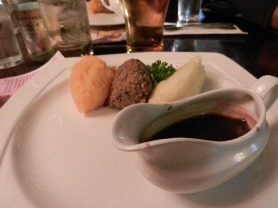 The Mitre Bar: The awesome veggie haggis!