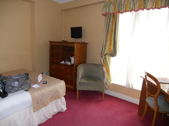 Grafton Capital Hotel: First room - very noisy one!!