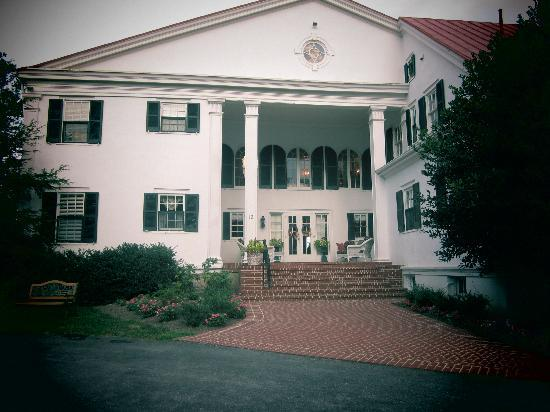 Rosemont Manor: Pic of the manor