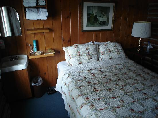 The Captain Whidbey Inn: Rooms are small but comfortable.
