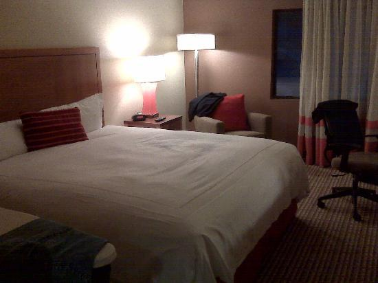 Crowne Plaza Atlanta-Peachtree Conference Center: bed