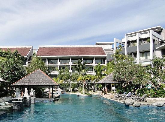 Grand Dafam Bela Ternate: Swimming Pool