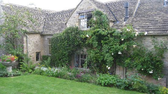 Yew Tree Cottage Bed and Breakfast: Yew Tree Cottage and Garden