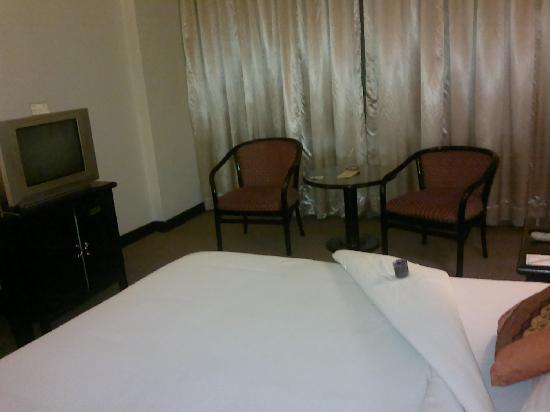 Travellers Hotel Jakarta: That's where I would sit and have a smoke if I were still a smoker