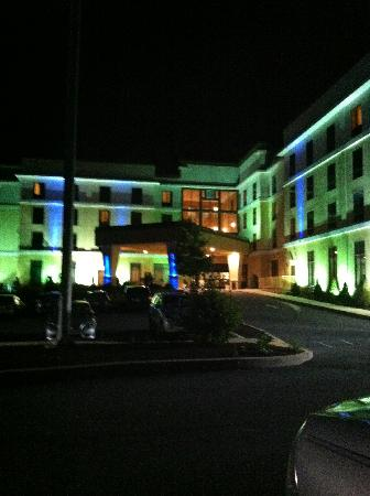 Holiday Inn Express & Suites - Harrisburg West: outside of the hotel