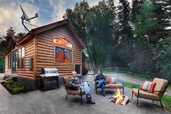 Snake River Park KOA and Cabin Village: Lodge with Patio and Fireplace and Wyoming Sky