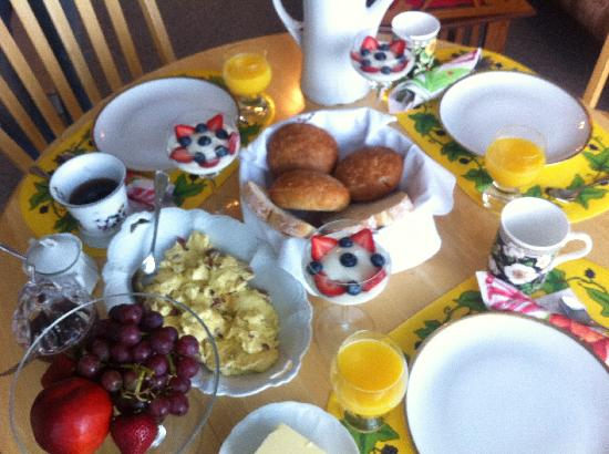 Okanagan Lakeview B&B : We love the breakfast made of fresh, whole ingredients. Very satisfying...