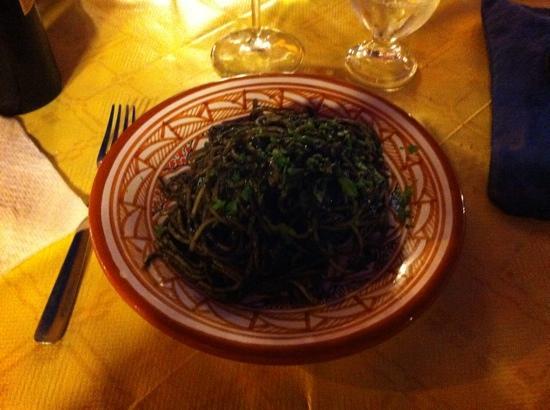 Trattoria Pizzeria Voscenza: spaghetti al nero di seppia scotti