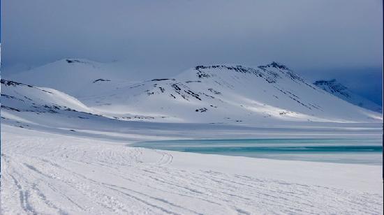 Svalbard Kirke: lago