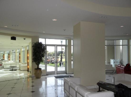 University Plaza Waterfront Hotel: Lobby