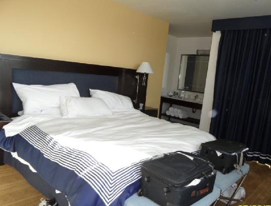 University Plaza Waterfront Hotel : Suite - Bedroom