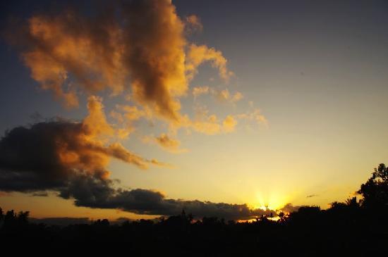 เดวา บังกะโลส์: Sunrise view from my room balcony