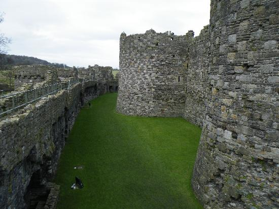 Beaumaris Castle: Walking round the outer wall.