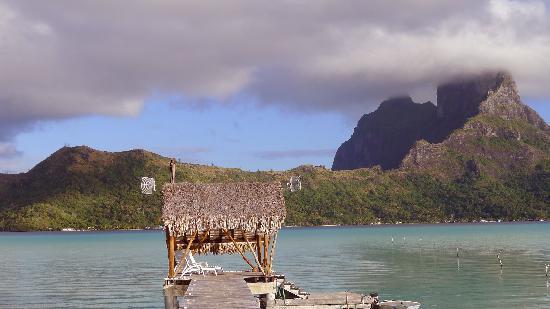 Eden Beach Hotel Bora Bora: Anlegestelle für das Bootstaxi