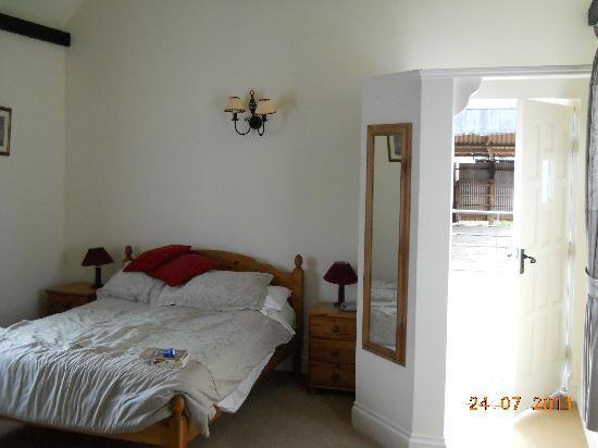 Newcourt Barton: Camera matrimoniale - ingresso/letto